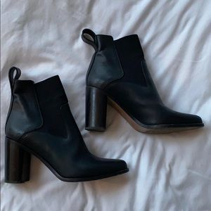 Gorgeous Black leather Chloe boots size 37.5